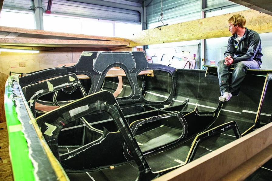 un bateau en r sine recyclable sport. Black Bedroom Furniture Sets. Home Design Ideas