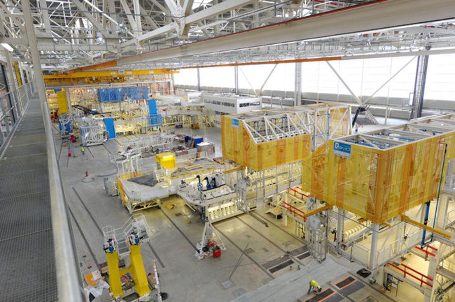 Au coeur de l 39 usine qui fabrique l 39 a350 a ronautique - Usine de meuble au portugal ...