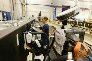 Premier robot intégré par Airbus sur une chaîne d'assemblage, ici dans l'usine de Cadiz, en Espagne.