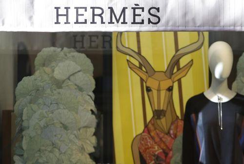 Hermès porté par la soie et le parfum au 3e trimestre - Infos Reuters 8867161b52e