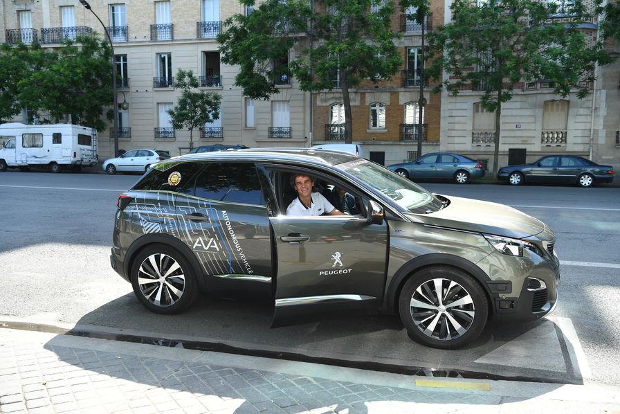 Peugeot teste un 3008 autonome — Roland Garros