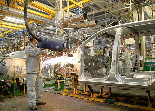 Exclusif plong e en photo au c ur de l usine renault de tanger l 39 usine maroc - Usine de meuble au portugal ...
