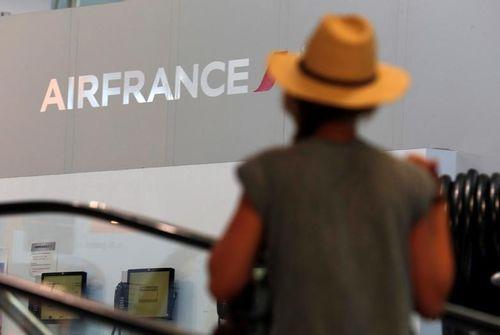 Hôtesses et stewards appelés à la grève en mars — Air France