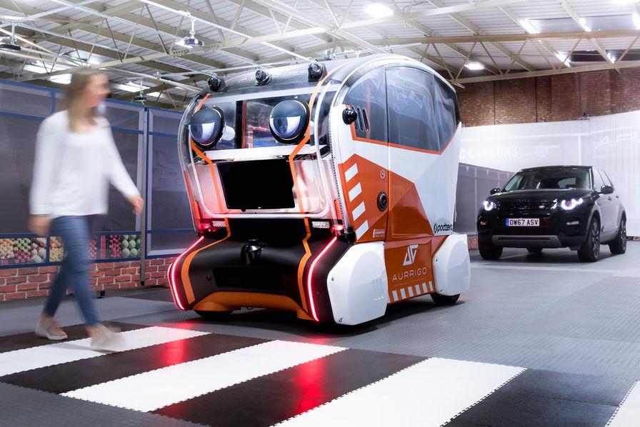 l'industrie c'est fou] cette voiture autonome observe les piétons