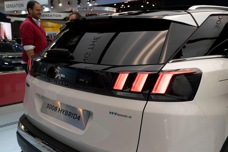 [Mondial de l'Auto] Les stratégies électriques de Renault et PSA pour faire baisser leurs émissions de CO2