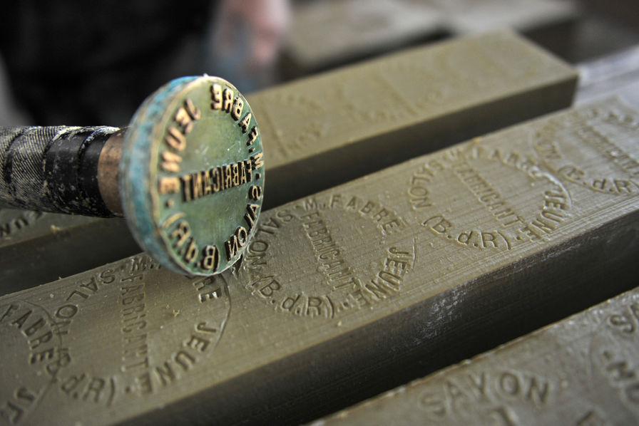 Secrets de fabrication le savon de marseille ou d 39 ailleurs l 39 usine sant - Ou trouver le veritable savon de marseille ...