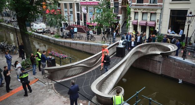 [A Amsterdam, ce pont en acier imprimé en 3D réinvente la conception des ouvrages d'art] - Usine Nouvelle