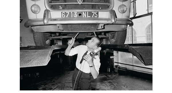 [Industry Story] La chanson de Jackie 2 – Jacques Chirac conquiert la France en Peugeot 403 - Industry Story