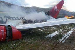 Boeing 737 de la Peruvian Airlines en feu après son atterrissage au Pérou (bon format)