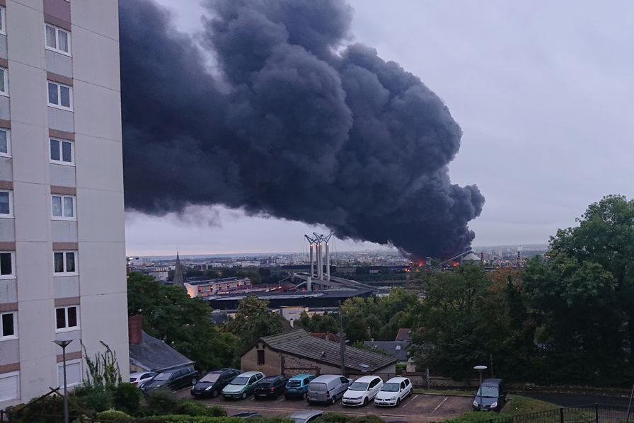 https://www.usinenouvelle.com/mediatheque/4/2/4/000806424_image_896x598/incendie-lubrizol-rouen.jpg