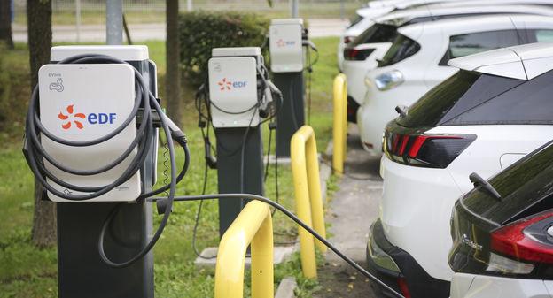 [Pour atteindre un million de bornes de recharge en 2025, l'Europe doit en créer... 150 000 par an] - Usine Nouvelle