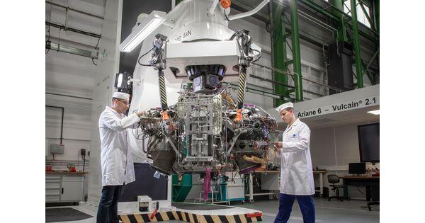 [En images] 30 millions d'euros annoncés par Emmanuel Macron pour les fusées d'ArianeGroup à Vernon