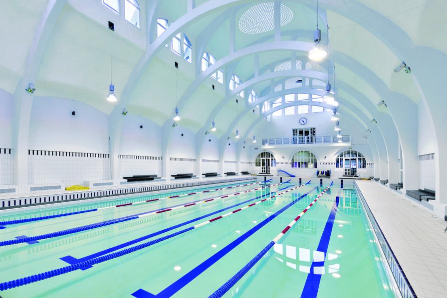 La mairie de paris chauffe une piscine avec un datacenter for Piscine nucleaire