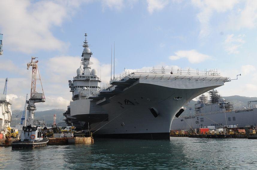En Images Le Porte Avions Charles De Gaulle Remis à Flot Pour