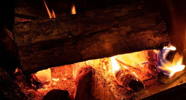 [Faudra-t-il renoncer à utiliser sa cheminée ou son poêle à bois ?] - Usine Nouvelle
