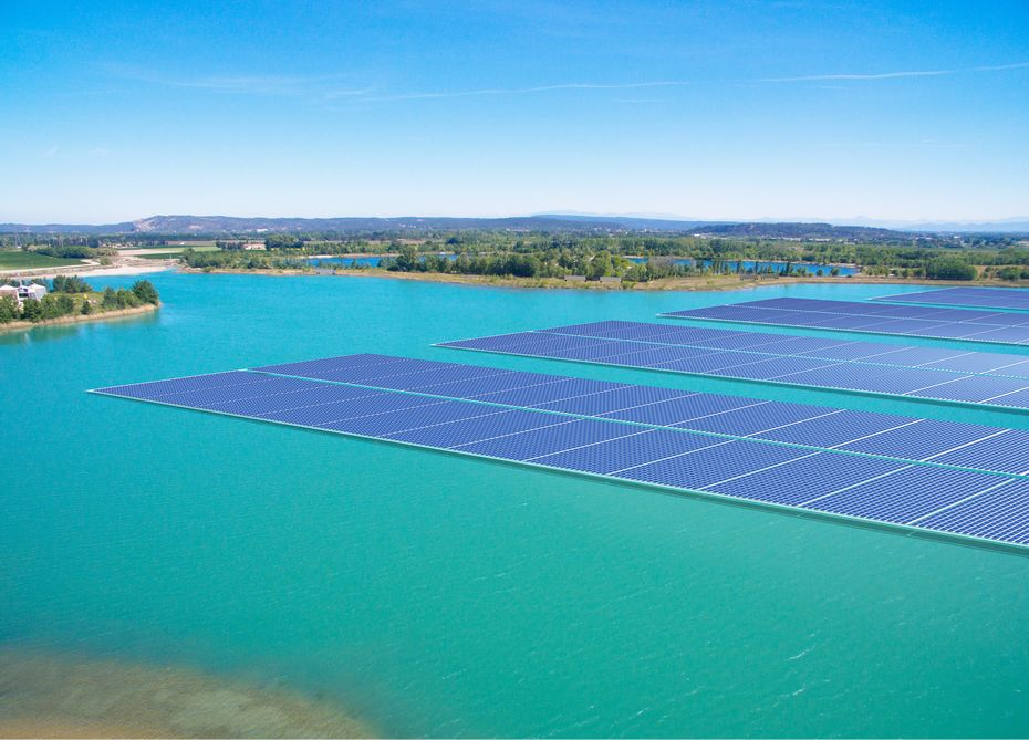 Vaucluse: La première centrale solaire flottante de France en construction à Piolenc