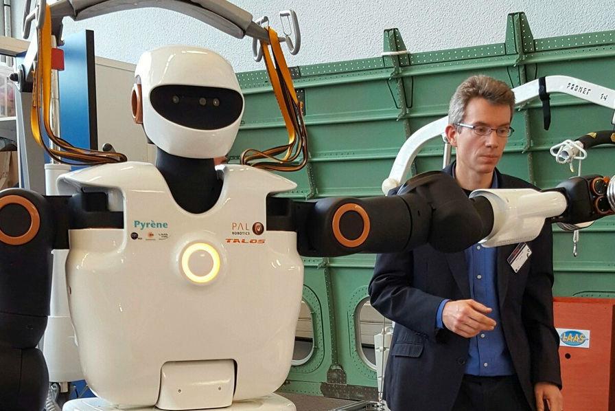 Le premier robot humanoïde bricoleur présenté à Toulouse — Pyrène