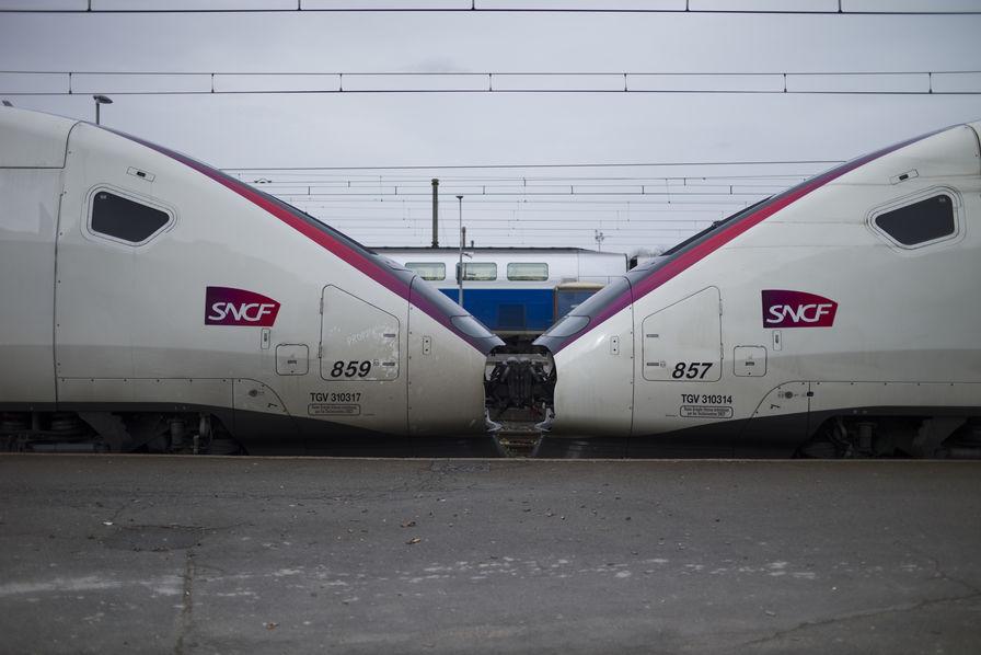 147afa5b85c La réforme de la SNCF est définitivement sur les rails Le Sénat a voté la  loi ...