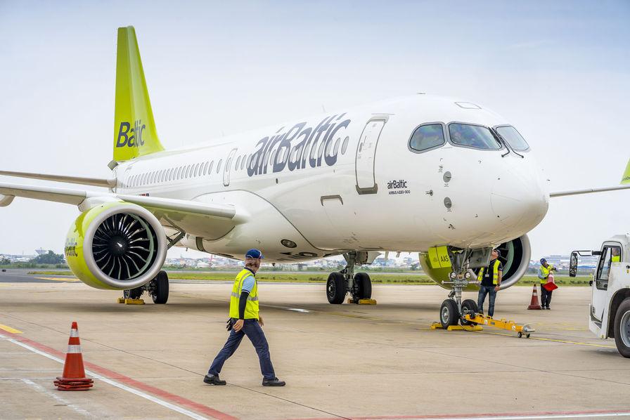 Un airbus A 220 se pose en urgence à l'aéroport — Bordeaux