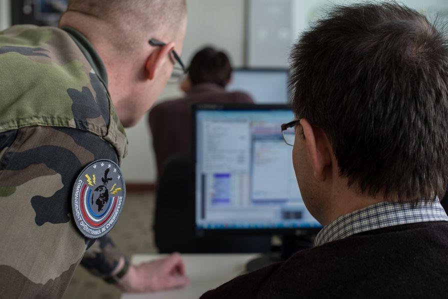 La France annonce passer à l'offensive — Cyberattaques