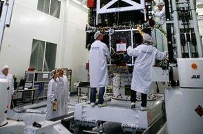 Salle de montage et test satellite sur le site TAS de Cannes