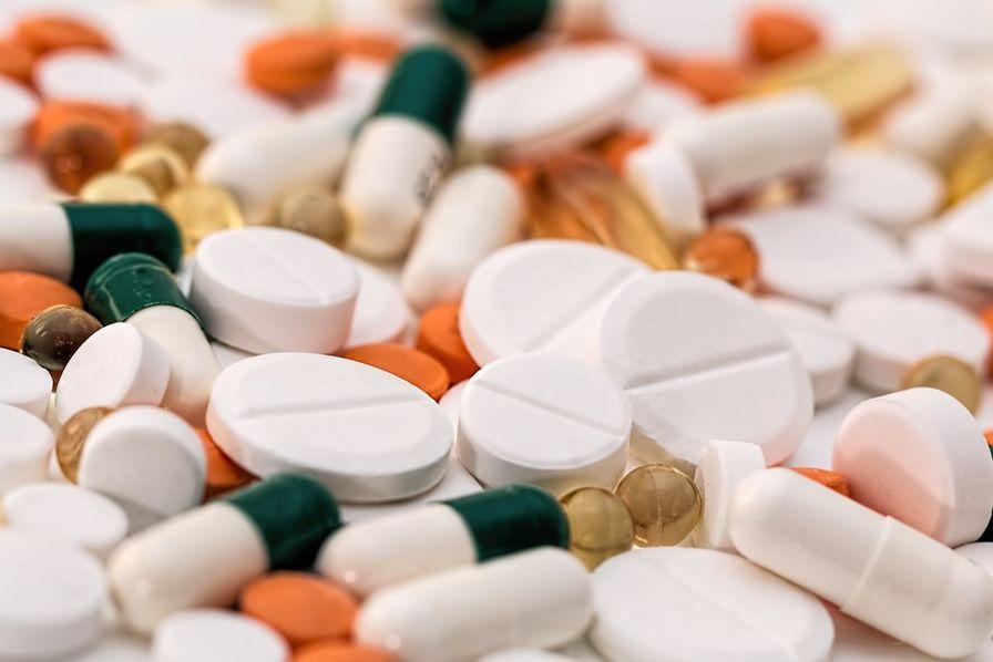http://usinenouvelle.com/mediatheque/4/6/4/000650464_image_896x598/comprimes-medicaments-gelule.jpg
