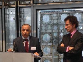 Chakib Benmoussa, ambassadeur du Maroc et Jack Lang, président de l'Institut du monde arabe, le 24 novembre lors du colloque économique France-Maroc