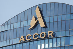 Dans le rouge au 1er semestre, Accor prévoit 1.000 suppressions de postes
