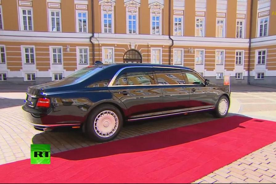 vid o pour son investiture vladimir poutine troque sa mercedes pour une limousine russe l. Black Bedroom Furniture Sets. Home Design Ideas