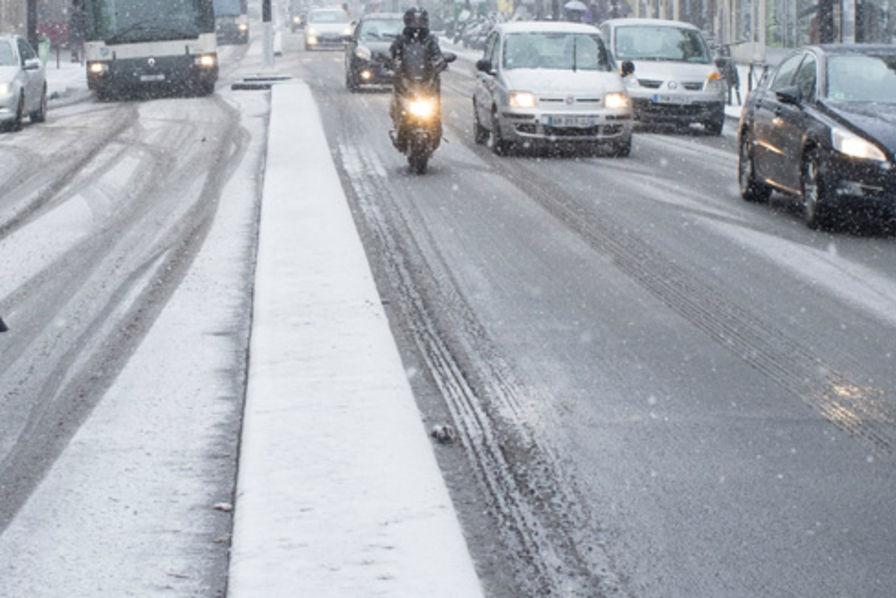 En Direct La Neige Et Le Froid Freinent L Activite Economique En Ile De France Transports Et Logistique