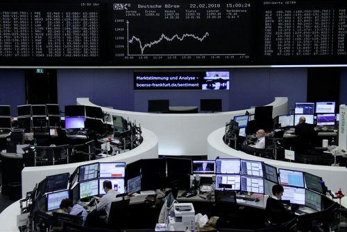 Wall Street en ordre dispersé, affaiblie par Walmart