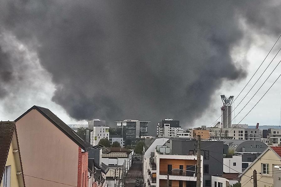 Énorme incendie en cours à l'usine Lubrizol [+ vidéo — Rouen