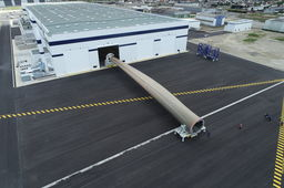 GE Renewable Energy inaugure à Cherbourg son usine de production de pales géantes d'éoliennes
