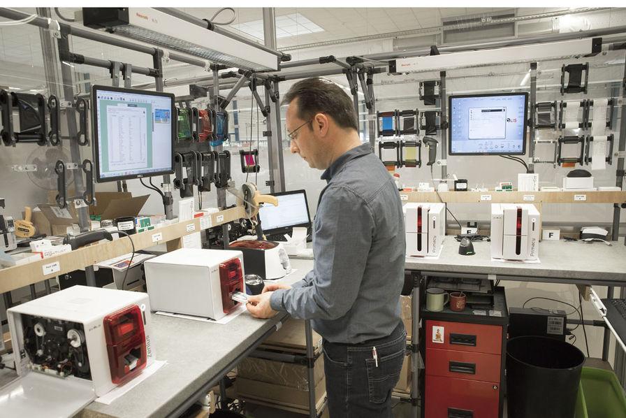 Comment Evolis Fait De La Production Sa Grande Force Dans Les Imprimantes Cartes Plastiques