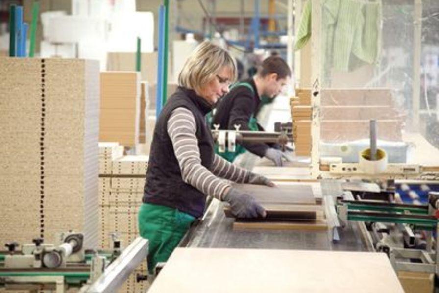 Gautier muscle son outil industriel en vend e quotidien for Les mousquetaires du meuble