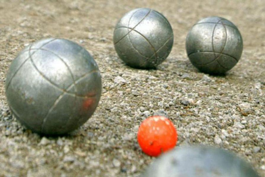 La fabrication des boules de p tanque en images les for Marque boule de petanque