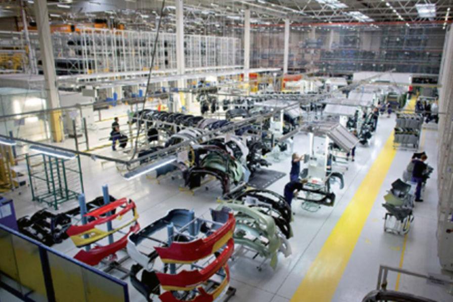 La folle croissance de plastic omnium l 39 usine auto for Plastic omnium auto exterieur services