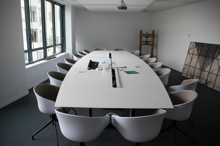 Un salarié qui répond à ses mails pendant une réunion a le même q.i.