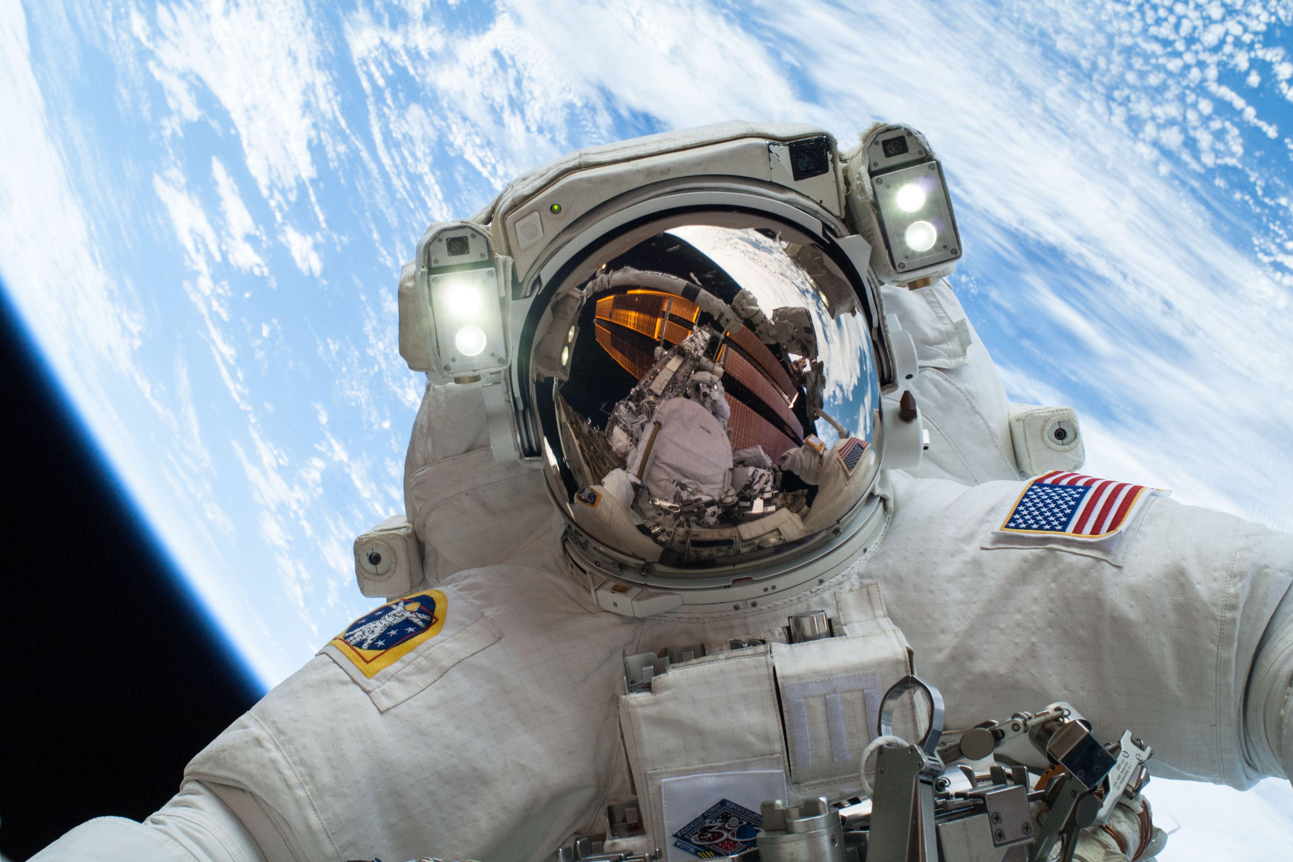 """Résultat de recherche d'images pour """"photo astronaute iss"""""""