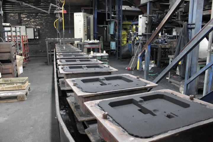 la fermeture de la fonderie mayennaise histoire d un g chis la fran aise quotidien des usines. Black Bedroom Furniture Sets. Home Design Ideas