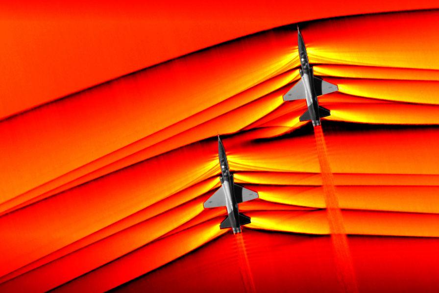 Des avions photographiés au moment de franchir le mur du son