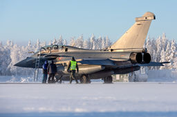 [En images] Dassault Aviation teste le Rafale en conditions grand froid en Laponie
