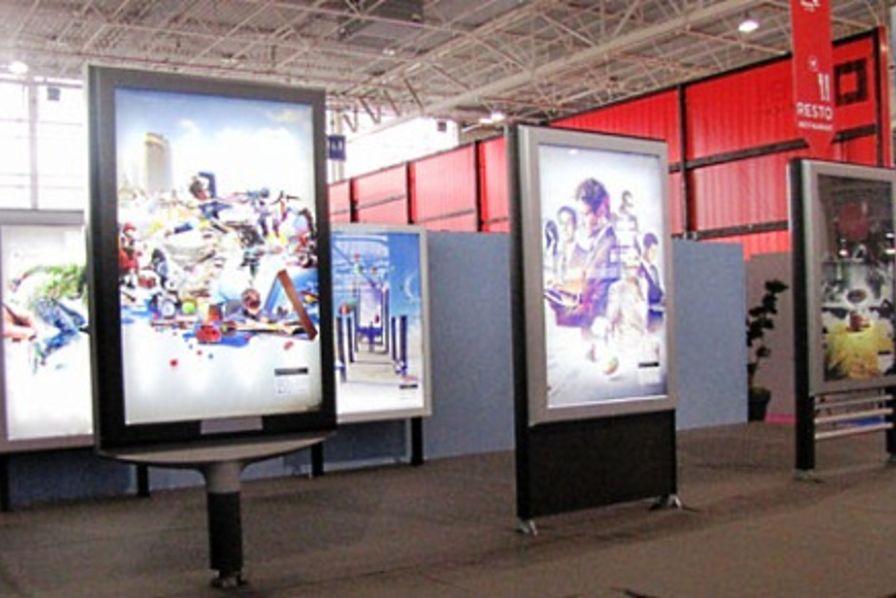 Prismaflex innove avec un panneau d affichage autonome for Panneaux publicitaires exterieur