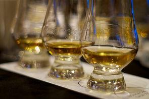 ardberg teste le premier whisky vieilli dans l 39 espace boissons. Black Bedroom Furniture Sets. Home Design Ideas