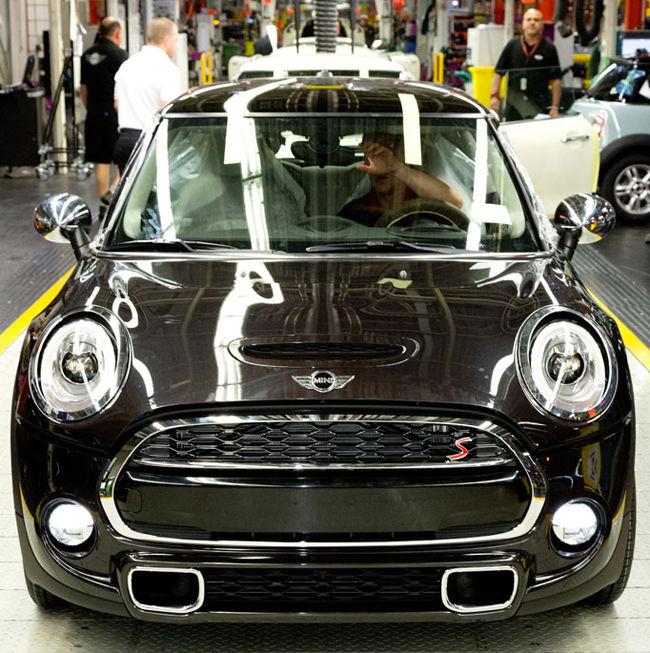 la nouvelle mini made in oxford grande bretagne mondial de l 39 automobile. Black Bedroom Furniture Sets. Home Design Ideas