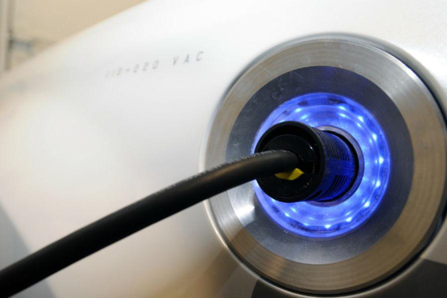 Véhicules électriques : bientôt des aides pour l'installation de bornes de recharge