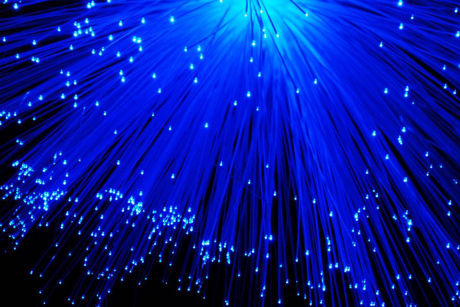 Orange vent debout contre le rapport de l 39 arcep sur la for Qui installe la fibre optique