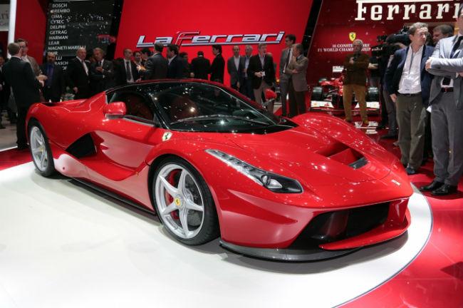 Ferrari s 39 allie apple pour son nouveau mod le l 39 usine auto for Offre d emploi salon de l auto geneve