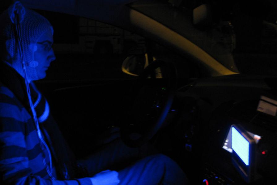 une led bleue pour am liorer la vigilance en voiture technos et innovations. Black Bedroom Furniture Sets. Home Design Ideas