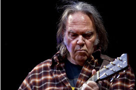Les coups de riffs de Neil Young contre l'industrie